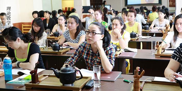 新境普洱茶网 [异度陈香,茶艺培训--云南新境茶文化] 理论课学员们认真听讲
