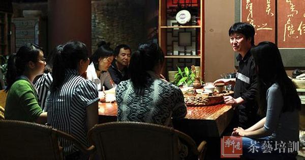 王美津老师与学员亲切交流
