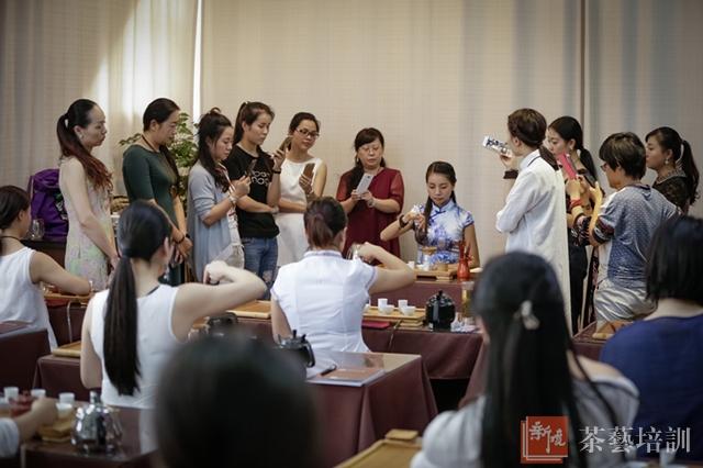 张丽老师在上六大茶类冲泡课