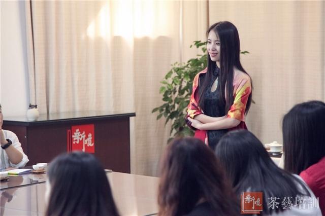 朱璐老师在开班典礼上与学员交流